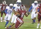 RB Zach Sanders (9) cruises down the Red Oak sideline for a 38-yard TD run. Photo by Steve Patterson / Moving Pictures.